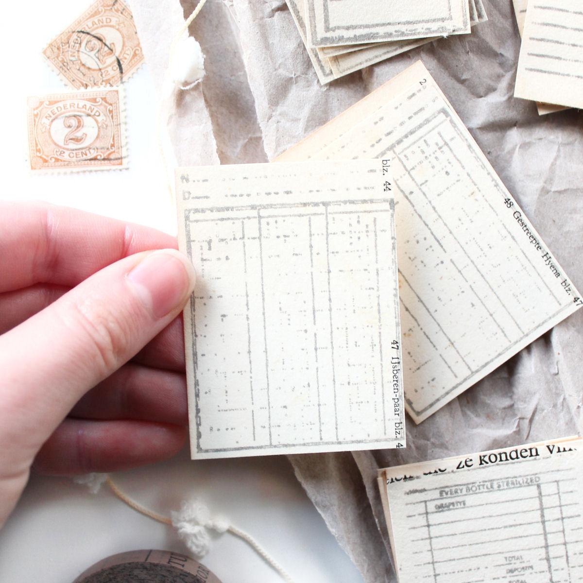 DIY: vintage ephemera van vergeeld papier